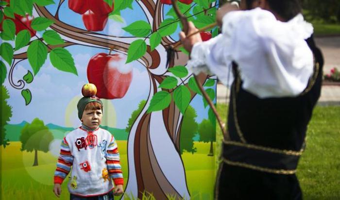 Фестиваля яблок на праздновании Дня города в Алмате, Казахстан 21 сентября 2014.
