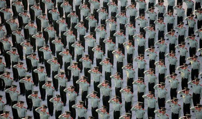 Военизированные полицейские на праздновании 65-й годовщины образования Китайской Народной Республики, Нанкин, Китай, 1 октября 2014.