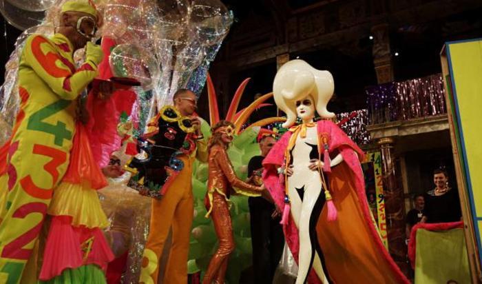 Мисс Zero, чьё настоящее имя Саша Фролова из России, на конкурсе альтернативная Мисс Мира в театре «Глобус» в Лондоне, Великобритания.