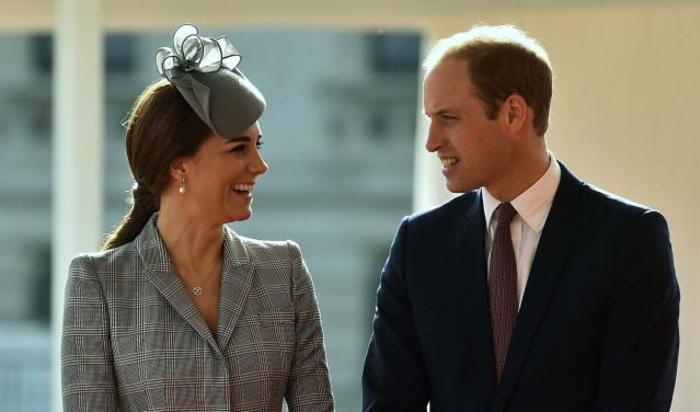 Герцогиня Кембриджская и принц Уильям приняли участие в церемонии по случаю визита в Великобританию президента Сингапура 21 октября 2014.
