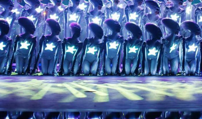 Танцевальное шоу «Wyld» в Фридрихштадтпаласт в Берлине, Германия.