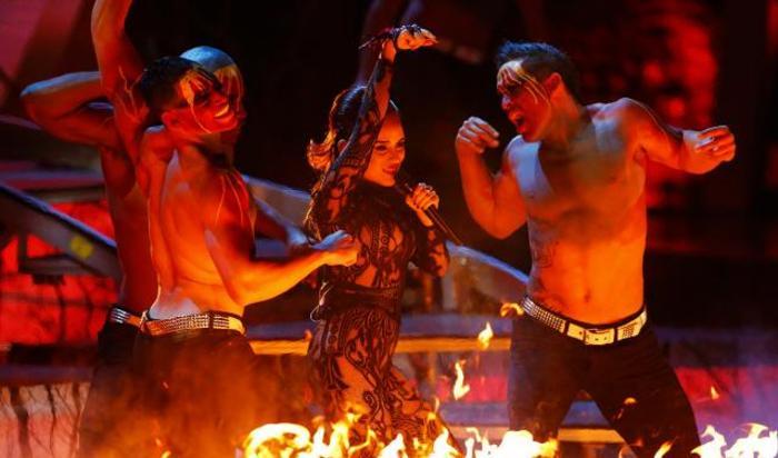 Выступление певицы Аники на 15-ой ежегодной премии Latin Grammy Awards в Лас-Вегасе, США.