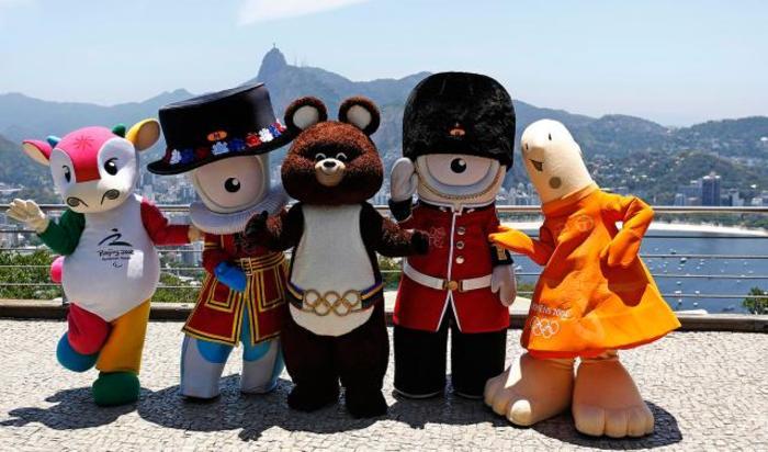 Талисманы предыдущих летних Олимпийских игр в Рио-де-Жанейро, где пройдет XXXI Олимпиада, перед показом ее официального Талисмана.