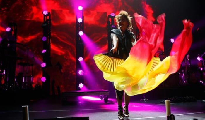 Мексиканская певица Алехандра Гусман во время выступления на музыкальном фестивале iHeartRadio Fiesta Latina в Инглвуде, Калифорния, США.