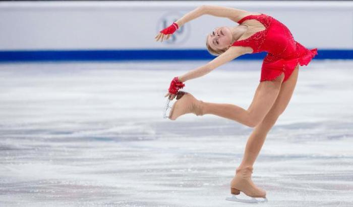 Российская фигуристка Елена Родионова выступает на Чемпионате Европы по фигурному катанию в Стокгольме, Швеция, 29 января 2015.
