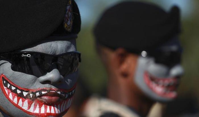 Личный состав вооруженных сил Доминиканской Республики принимает участие в параде в ознаменование 171-ой годовщины независимости республики в Малекон в Санто-Доминго.