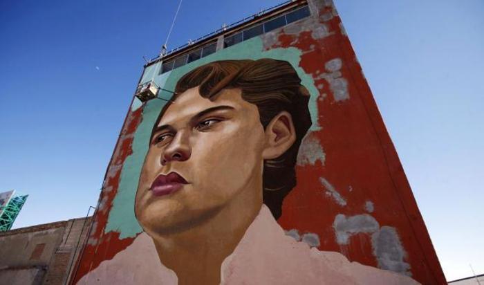 Изображение мексиканского певца Альберто Агилера Валадеза, более известного как Хуан Габриэль, в центре города Сьюдад-Хуарес, Мексика.