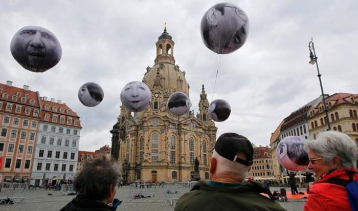 Воздушные шары с изображением лидеров стран-членов G7 в Дрездене, Германия 27 мая 2015.