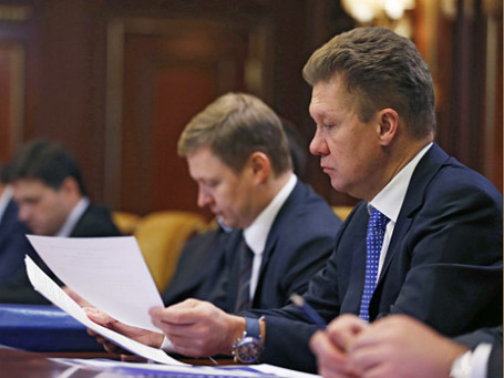 Председатель правления ОАО «Газпром» Алексей Миллер (справа) во время селекторного совещания «О неотложных мерах по укреплению платежной дисциплины в сфере поставок природного газа». Фото: РИА Новости