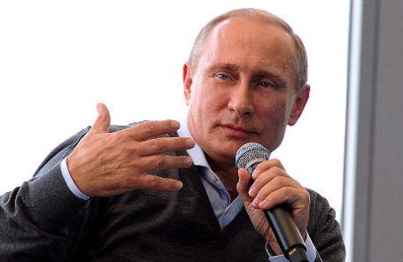 Президент России Владимир Путин во время выступления на встрече с участниками десятого Всероссийского молодежного форума «Селигер-2014».