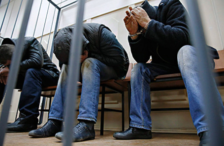 Подозреваемые в убийстве политика Бориса Немцова в Басманном суде.