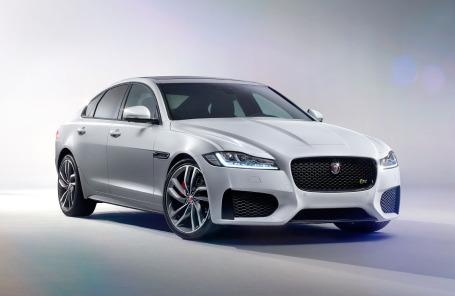 Новое поколение Jaguar XF дебютировало в Нью-Йорке