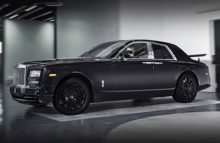 Первый в истории внедорожник от Rolls-Royce вышел на тропу испытаний