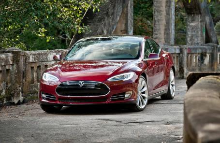 Tesla Model S70D — доступный электрокар теперь с полным приводом