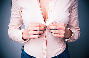 Женщин в Липецке набирают на работу по размеру груди